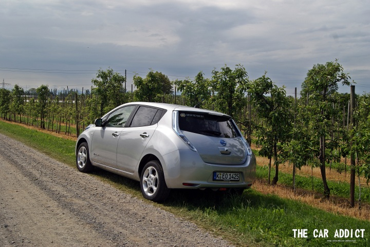 Gallery: Nissan Leaf (silver) Car of the Year 2011